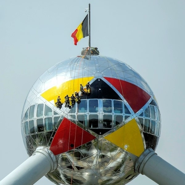 The Atomium dressed in the colours of Belgium on the occasion of the FIFA World Cup 2014 by D'SIDEGROUP - Bronze medal MCA